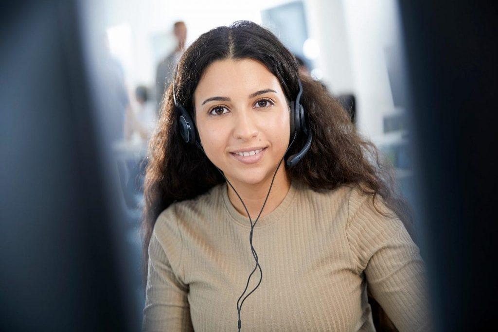 DSaF Mitarbeiterin mit Headset